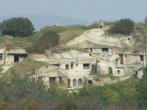 Noszvalyi barlanglakások