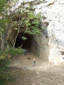 Suba-lyuk ősember barlang